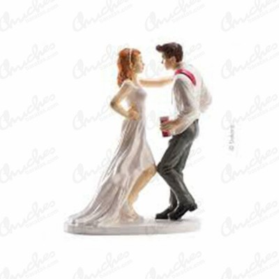 figure-couple-wedding-party-and-dance